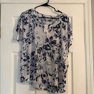 NWT Size L Blue and White Floral Maurice's Top